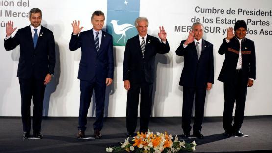 En Uruguay, Macri criticó a Maduro e invitó