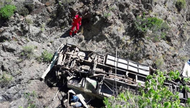 Bus se embarranca y deja varios heridos y fallecidos en Tarija