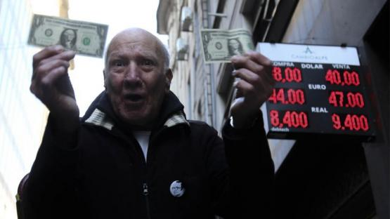 El dólar llegó a superar los $ 41, el Banco Central intervino y cerró en $ 40,76