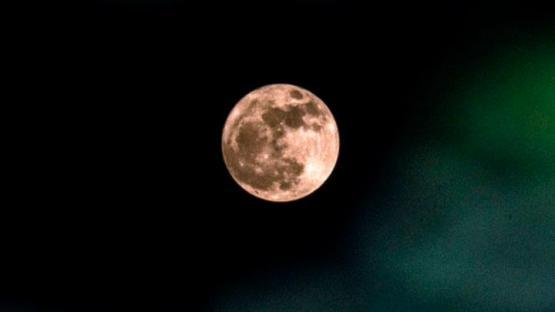 """""""La luna de gusano"""": ¿de que se trata el fenómeno que iluminará esta noche al país?"""
