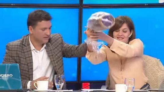 En Mendoza: rompieron un huevo de Pascua en un informativo y se hicieron viral