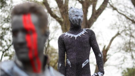 Las estatuas vivientes invaden Orán