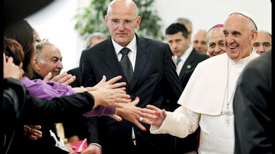 Por qué el Papa Francisco aceptó la renuncia de su jefe de custodia