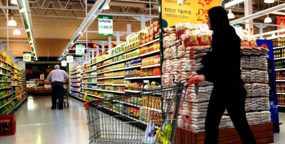 en-las-gndolas-a-pesar-gobierno-congelo-dolar-inflacion-siguio-castigando-precios-alimentos-832025-1