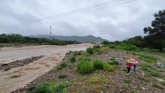 Video: 15 familias salteñas fueron evacuadas y 92 pidieron auxilio por el temporal
