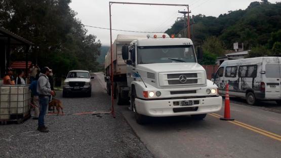 En Quijano instalaron arcos para desinfectar a los vehículos que ingresen