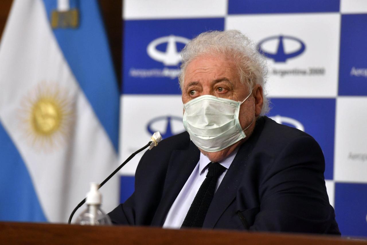 El Colegio de Médicos rechaza la llegada de unos 200 profesionales cubanos