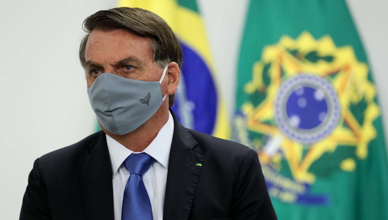 Bolsonaro dice que no soporta quedarse en su casa y se hará un ...