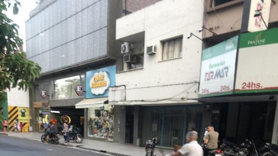 El perro con barbijo y en moto por el centro de Tucumán que se hizo viral
