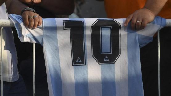 Presentan un proyecto para instituir la fecha de nacimiento de Maradona como Día Nacional del Fútbol