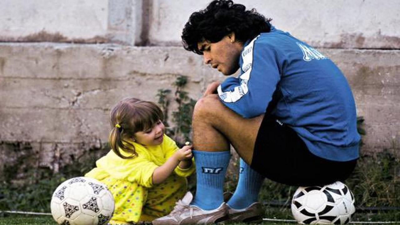 "Te llevo margaritas para decorar tus medias de jugador"", la conmovedora  despedida de Dalma Maradona - LA GACETA Salta"