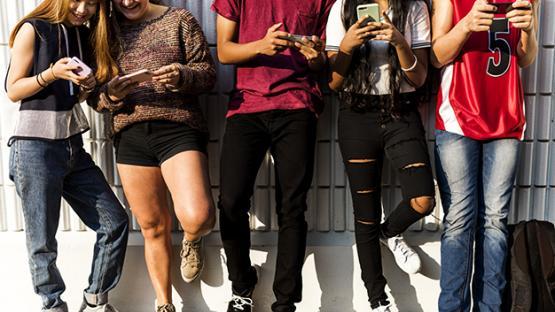 Los jóvenes están pendientes de las redes