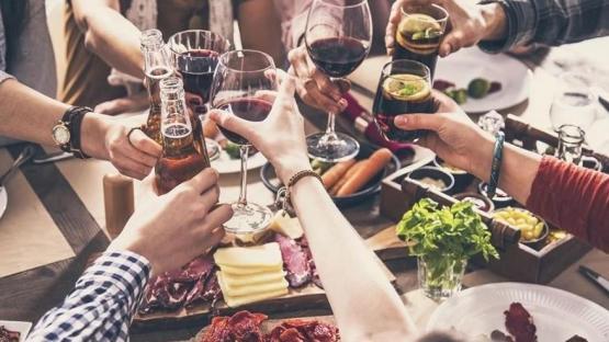 Nueva normalidad: autorizaron reuniones familiares de hasta 20 personas